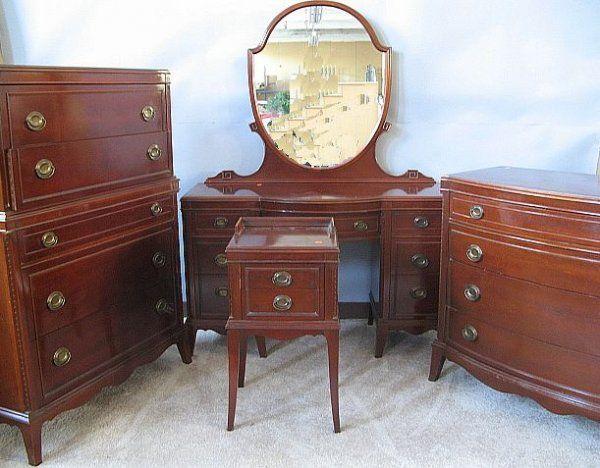 179 Mahogany Duncan Phyfe Style Bedroom Set For The