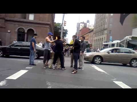 Ryan Gosling, Hero, Breaks Up Street Fight