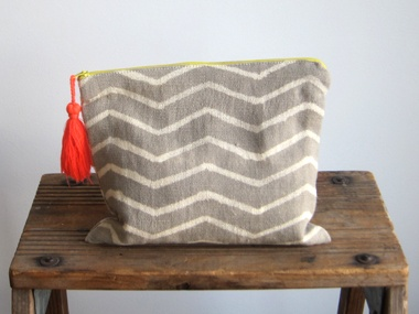 managing editor jay: proud mary zigzag gris pouch