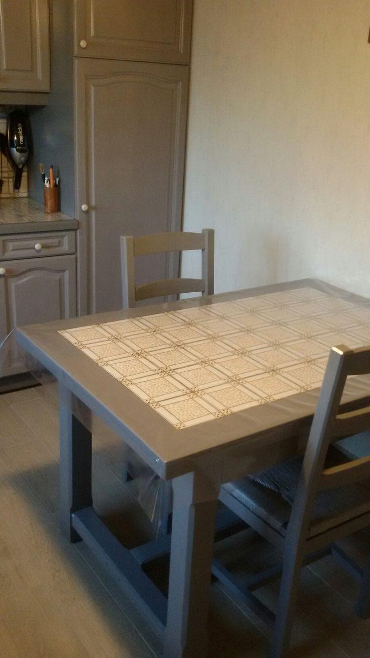 La table et les chaises de la cuisine sont relookés également