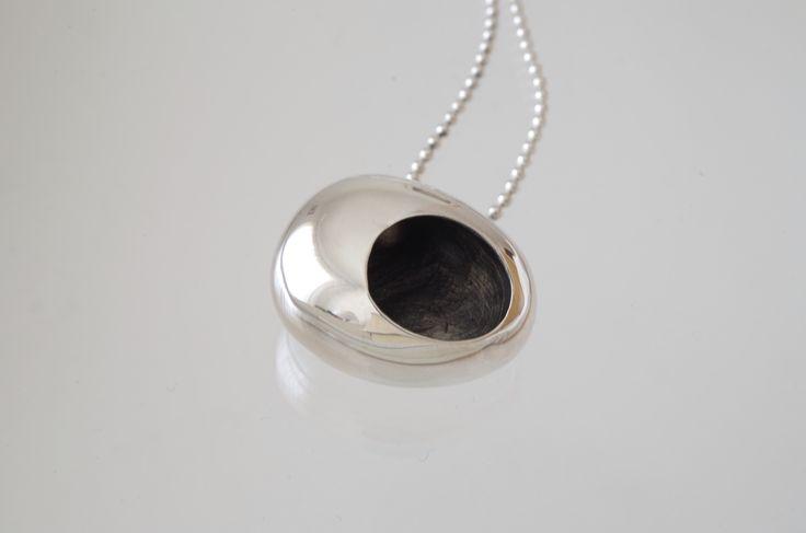Suponho Colony pendant necklace
