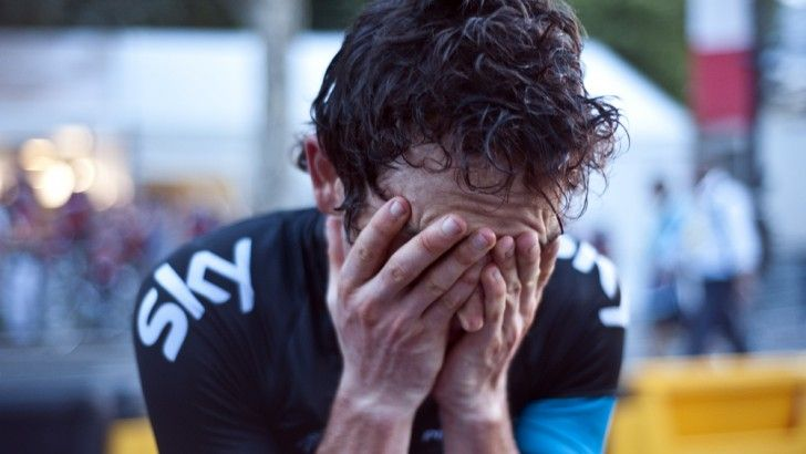 Geraint Thomas of Sky Pro Cycling Team suffering with a broken pelvis