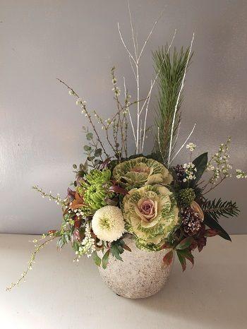 お正月のお花の全国配送が始まっております。 今年私の一番のおすすめだった、葉牡丹...