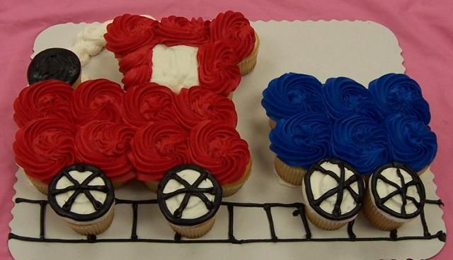 Train Cupcake Cake Ideas | Juneberry Lane: Clever Cupcake Cakes!