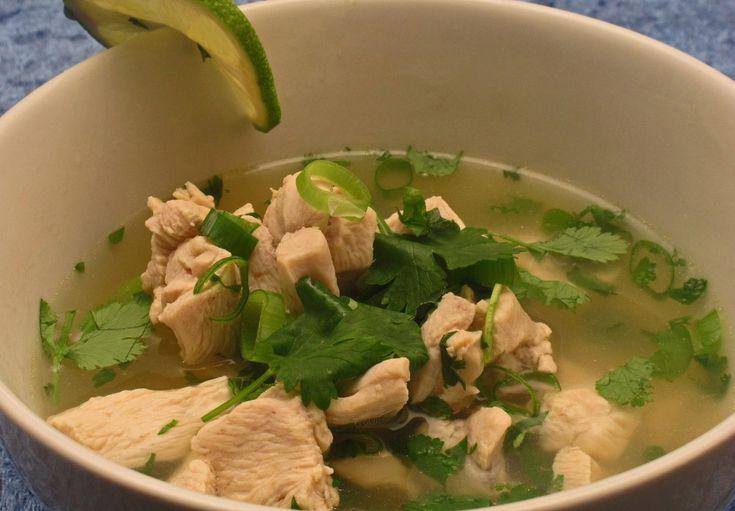 Tom Kah Gai suppe er en av Thailands mest vanlige supper. Den er næringsrik, har lite fett og er lav på karbohydrater. Suppen er like god som den er enkel.