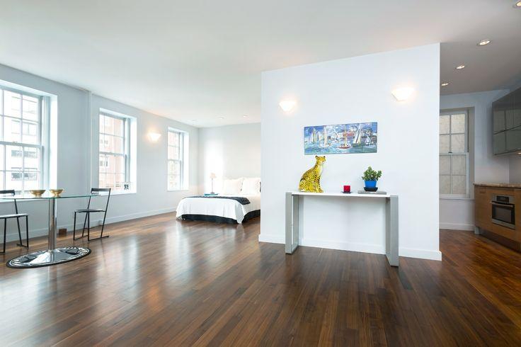 Élégance et minimalisme: les caractéristiques idéales d'un appartement à New York. #NewYork #minimalism #lux http://fr.luxuryestate.com/p33045261-appartement-en-vente-new-york