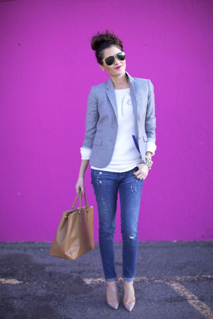 Blazer, sweatshirt, destroyed denim, heels, handbag, sunnies.