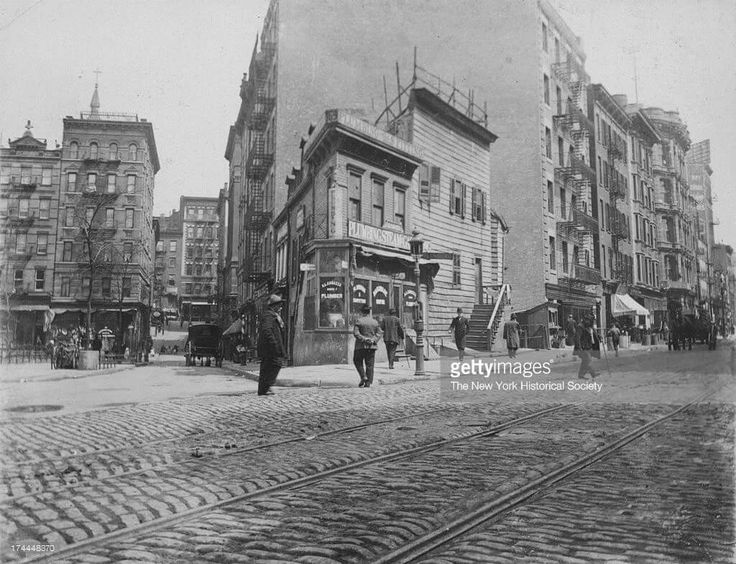 Mulberry Bend, Five Points, opposite the old brewery, c1910. Photo from the New York Historical Society and Getty Images.  http://www.gettyimages.com.au/detail/news-photo/mulberry-bend-five-points-opposite-the-old-brewery-new-york-news-photo/174448370