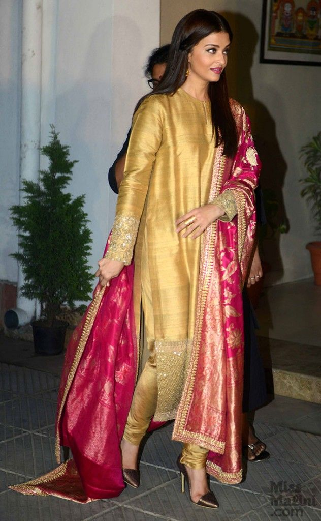 The Epitome Of Class In This Sabyasachi Outfit! -