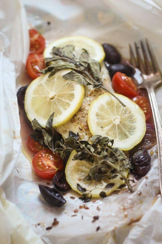 Ce midi, mangeons léger avec cette papillote de colin => http://ow.ly/KGSLS Un vrai délice. Ça vous tente ?