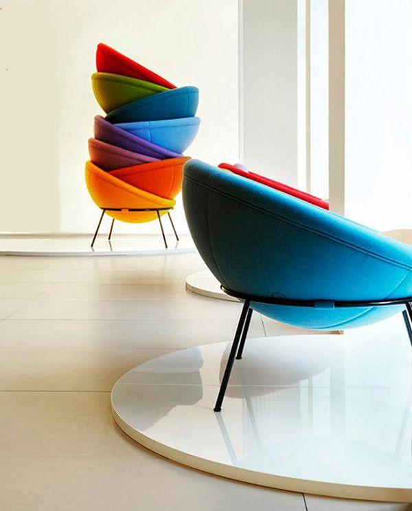 Cosa si può trovare nella casa dei single http://bit.ly/1EHs3qP #design #arredamento #casa sedie colorate  nella casa dei single