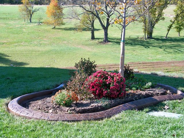 35 best flower beds images on pinterest landscaping for Front yard edging ideas