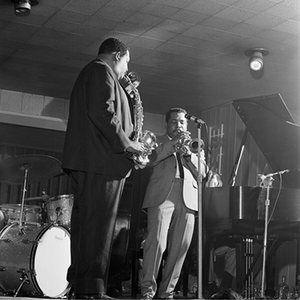 """American jazz alto saxophonist, Julian Edwin """"Cannonball"""" Adderley playing on stage with his brother and also jazz cornet and trumpet player Nat Adderley at the Blue Note jazz bar, Chicago, IL, USA photo Ted Williams"""