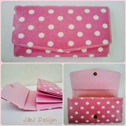 Nama  Produk : Dompet Pink Polka Harga : 60rb Ukuran   : 20cmx35cm Bahan : Kulit Sintetis Bentuk Dompet : Lipat 3 ,1 slotfoto, 3 slotcard