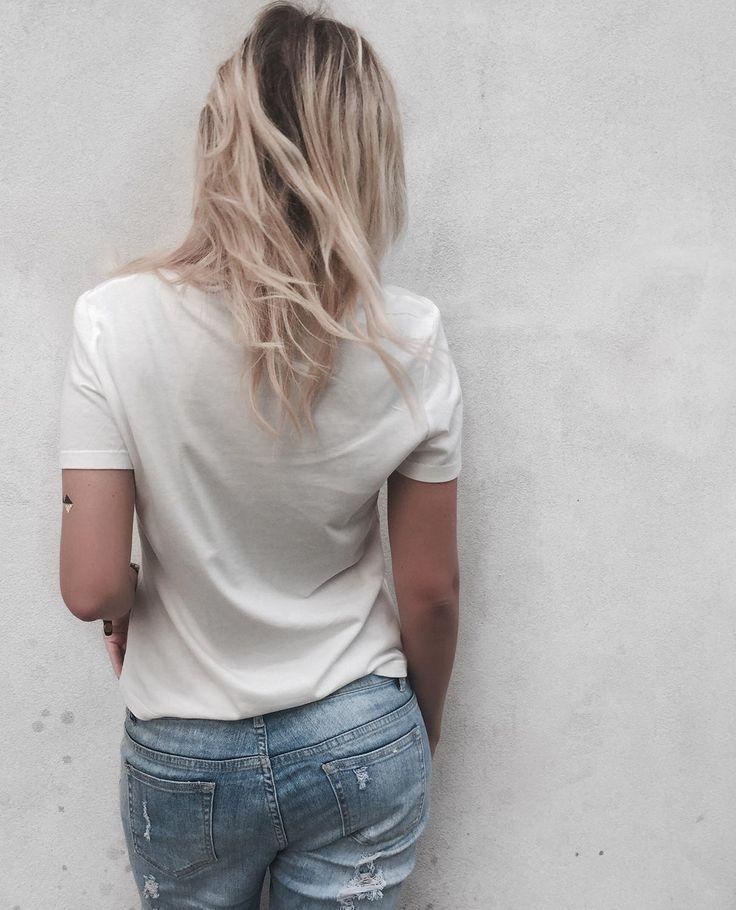 // Basic T-shirt - Washed lightblue denim - Casual coolness M I N I M A L I S M