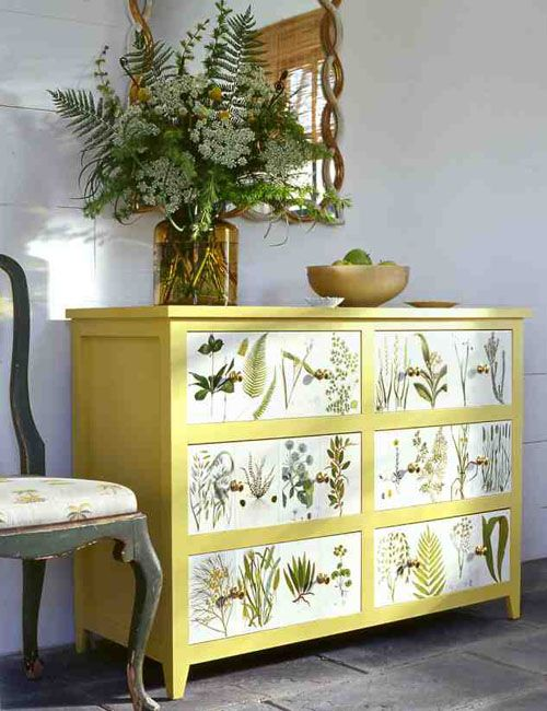Cómoda con decoupage • Chest of drawers & decoupage, a DIY by Martha Stewart Living
