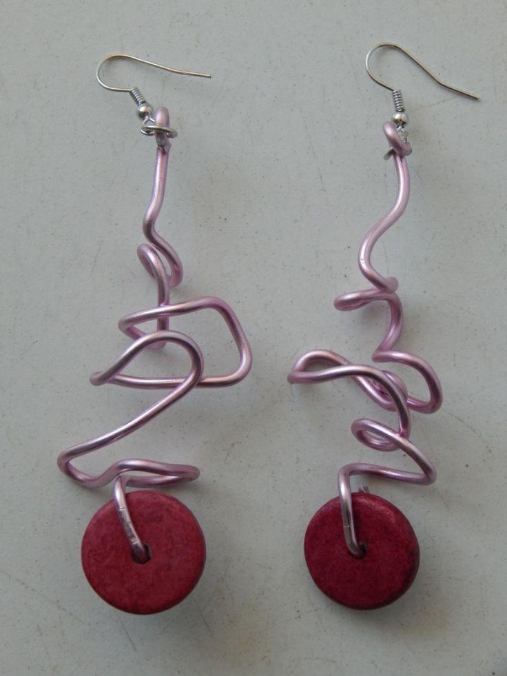 (94) σκουλαρίκια απο σύρμα ροζ και πέτρινη χάντρα φούξια σαν ρόδα