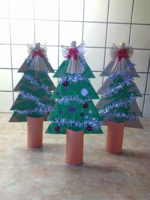 Kerstboom van karton en wcrol