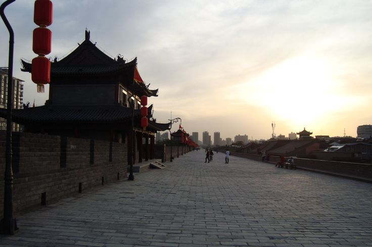 The 15 kilometrs long city wall in Xi ´an, China.It was busier during the Silk Road era. Outstanding!