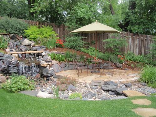 River rock drainage bed design pictures remodel decor for Dry landscape design