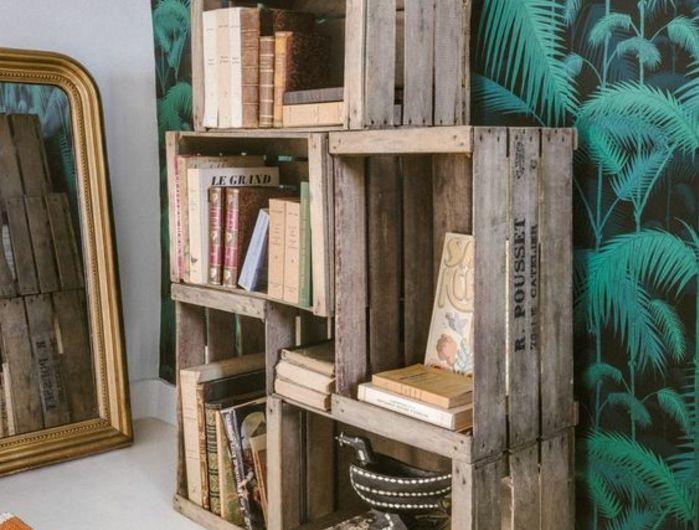 recyclage caisse a pomme etagere de cinq caisses en bois pour ranger des livres et accessoires. Black Bedroom Furniture Sets. Home Design Ideas