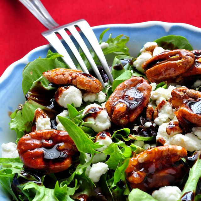 Caramelized Pecans and a Simple SaladCandies Pecans, Simple Salad, Green Salad, Balsamic Dresses, Caramel Pecans, Christmas Dinner, Goats Cheese, Goat Cheese, Food Drinks