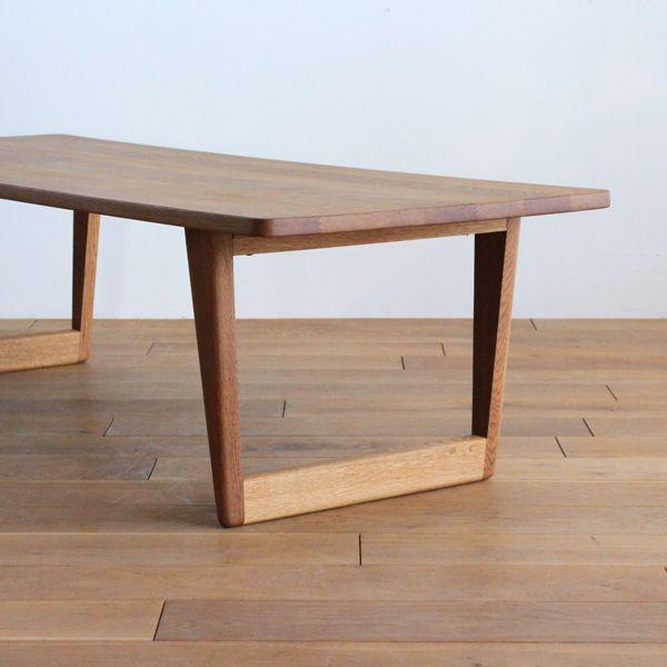 Vintage Coffee table / Borge Mogensen/ ボーエ・モーエンセンといえばシェーカー家具からインスピレーションを受けたデザインがポピュラーですが、こちらのコーヒーテーブルはある意味モーエンセンらしくない、鋭さを感じさせるデザインが特徴的なアイテム。 量感たっぷりのオーク材で構成されたこちらのコーヒーテーブルは、贅沢に全てのパーツが無垢材で構成されており、何度でもメンテナンスでリセットが出来る安心設計。 #家具 #ヴィンテージ #北欧 #テーブル #デザイン #アンティーク #デンマーク #イギリス #コーヒーテーブル #モーエンセン #無垢材