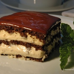 Peanut Butter Chocolate Eclair Cake - This no-bake dessert is layers of chocolate filled with creamy peanut butter, topped with an eclair icing.