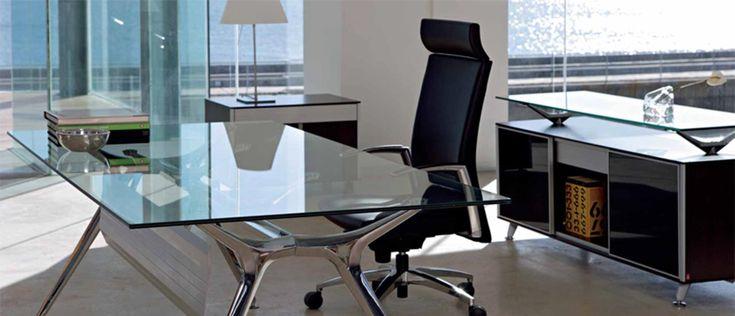 Mesas blancas para oficinas modernas una oficina bonita for Fotos de oficinas modernas