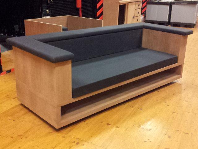 """El sillón que vamos a construir pertenece para la opera""""Brokeback mountain"""", que pertenece a latemporada 2013- 14 del Teatro Real, y que va a formar parte del interior de una casa, qu…"""