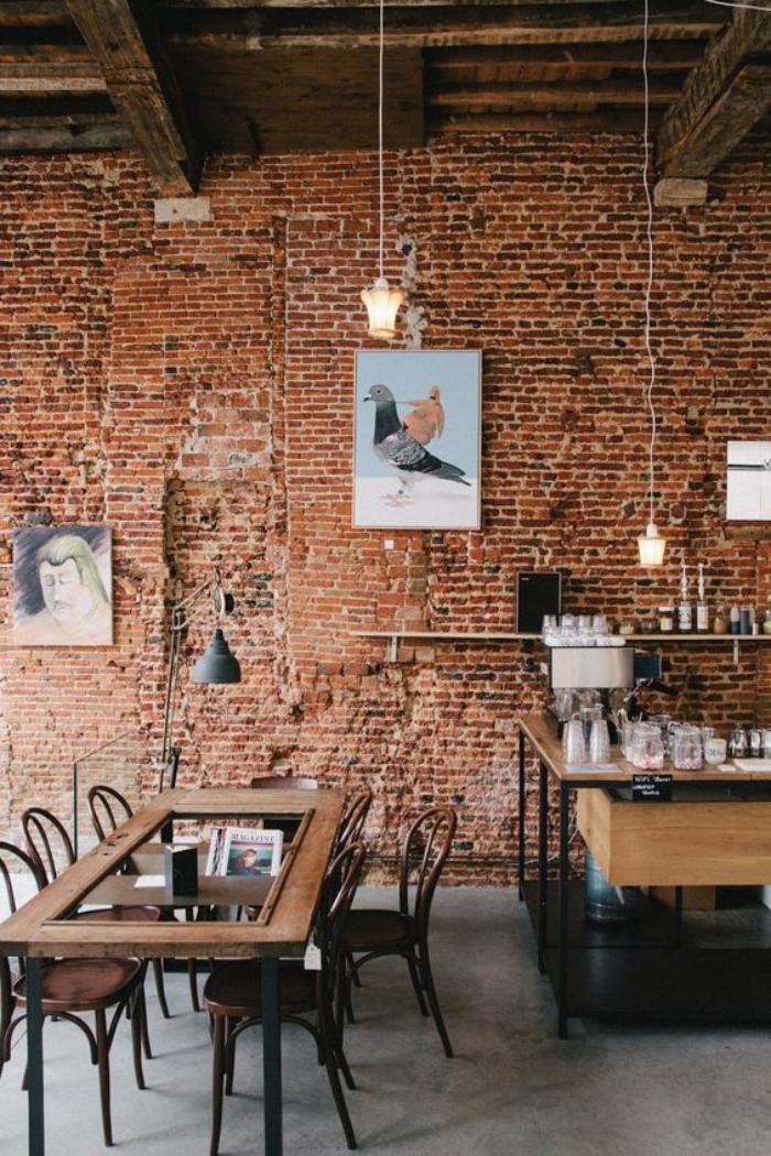 brique rouge, intérieur de café déco industrielle