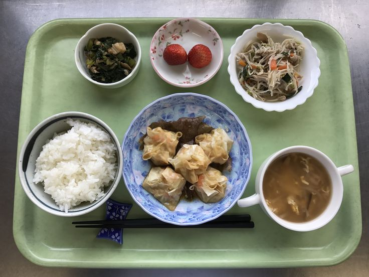 2月7日。えび焼売、中華風野菜炒め、小松菜としめじのおひたし、椎茸と卵の中華スープ、イチゴでした!えび焼売がプリプリで特に美味しかったです!616カロリーです