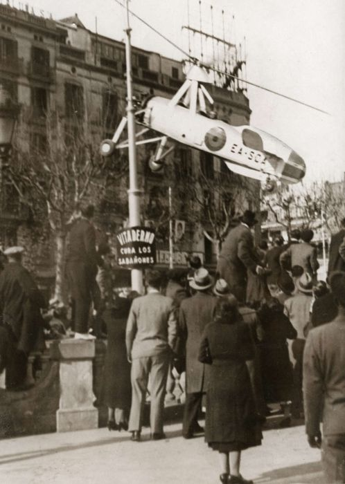 """""""A Cierva autogiro / autogyro (instead of a plane with wings a propeller) in Barcelona on takeoff at tram line wires and crashed flown, Spain 1935."""" (via)"""