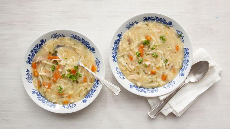 Polévka jako hlavní jídlo? Proč ne! Vyzkoušejte tradiční hustý kaldoun s kuřecím vývarem a nudličkami k obědu či večeři. Zahřeje a dodá energii.