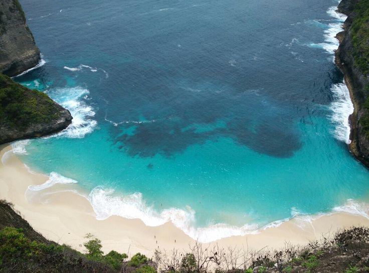Nusa Penida Beach, Bali - Indonesia by Bali Local Tour www.yukmarigo.com  Visit our website to explore the exotic beaches & the nature 💞💕💜