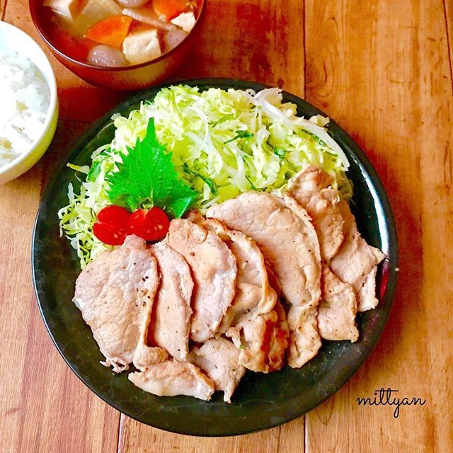 * *こんばんは🎶 * *@oisix様からいただいた #kitosix という食材キット * *日本料理店「賛否両論」  笠原シェフ考案の * *豚塩しょうが焼き *生芋玉こんにゃくたっぷりけんちん汁 * *野菜はほとんどカットされていていて包丁をあ余り使わずに作れるので 料理が苦手な娘でも簡単に 作れるなと思いました😊✨ * *20分で出来るので忙しい時には ありがたいですね😋🍴 * * *#oisix#kit#夕食#おうちごはん#おうちカフェ#デリスタグラマー#料理#手作り#日々#暮らし#ママリ#ごはん#おいしい#美味しい#日常#食卓#食事#生活#いただきます#ごちそうさま#肉#けんちん汁#晩ご飯#和食#japanesefood#homemadefood#ig_japan#insagramjapan#foodphoto