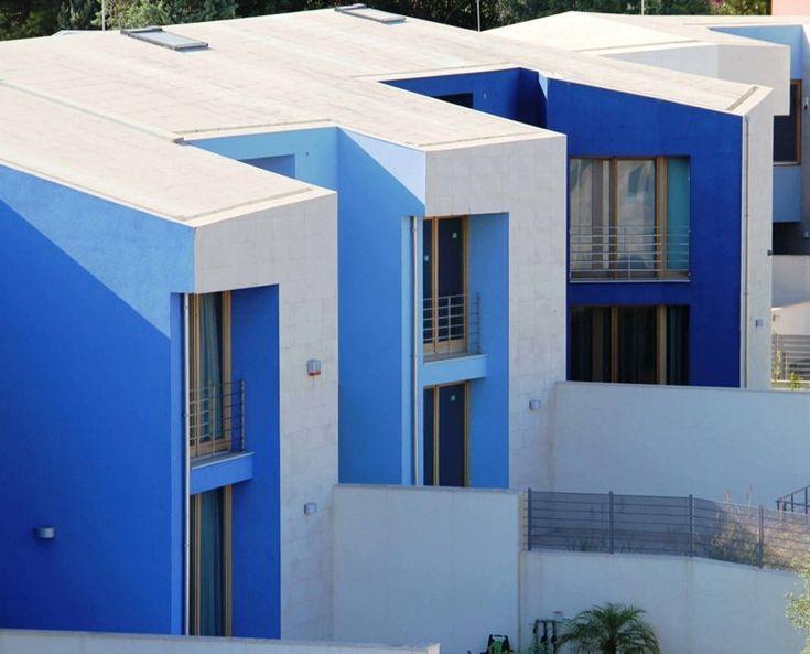 Cool case la pineta di raffaello case blu picture gallery for Zoccolo esterno