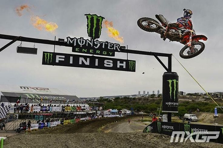 Jeffrey Herlings takes the checkers