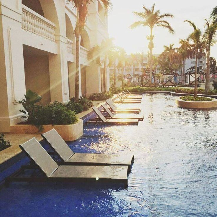 Register for a luxurious, all-inclusive honeymoon at Hyatt Ziva Rose Hall and treat yourself to a swim up suite!