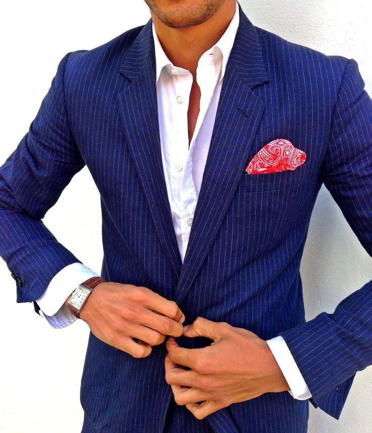 Louis Nicolas Darbon. Overhemd even iets netter doen en dan is het blauw zakelijk zonder das.