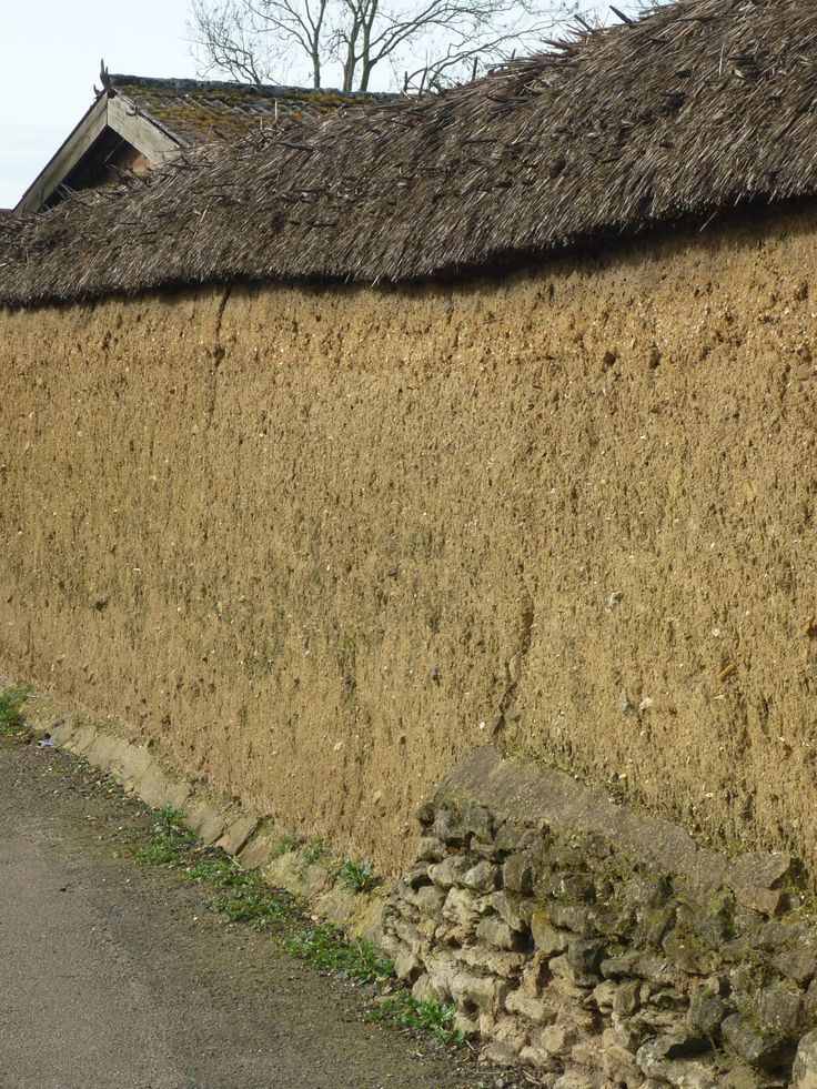 Section of traditional walling on the Whittlesey-Peterborough road.