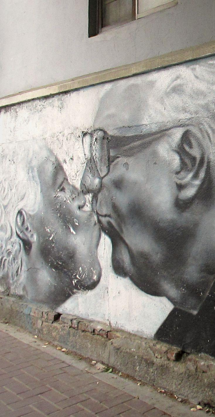 Street art, Seoul, South Korea #Love #BlackAndWhite / Art de rue, Séoul, Corée du Sud