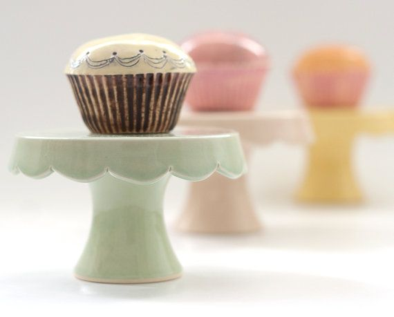 Really pretty little made-to-order cupcake stand on Etsy in Easter colors. You can get it engraved too.: Cute Cupcakes, 04 Cupcakes, Cupcake Stands, Scallops Cupcakes, Cupcakes Rosa-Choqu, Made To Ord Cupcakes, Cupcakes Stands, Desserts Stands, Cupcakes Desserts