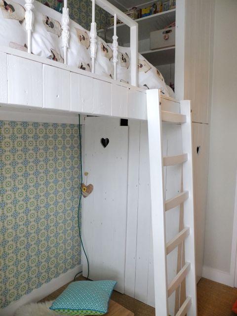 Inbouwkast onder de hoogslaper puber kamer jongens pinterest - Kamer onder de helling ...