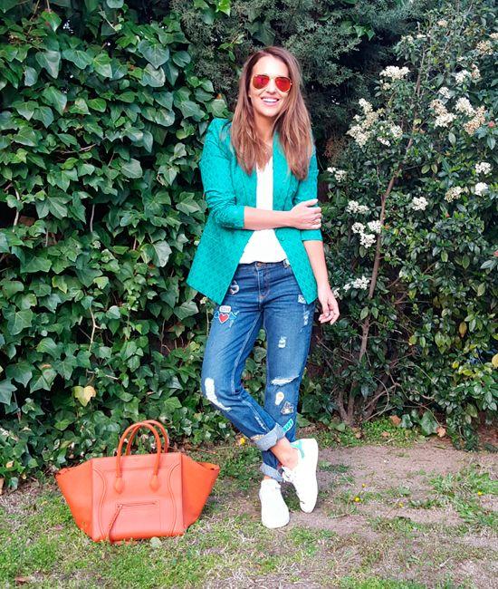 Ya estamos en Marzo, la primavera se acerca y con ella mis ganas de ropa veraniega y colorida! Y así es mi look de hoy, lleno de color! Llevo jeans, camiseta básica y blazer de ZARA, deportivas ADIDAS Stan Smith, bolso CÉLINE, gafas RAY BAN, anillo TOUS y collar SWAROVSKI. Feliz jueves y que tengáis […]