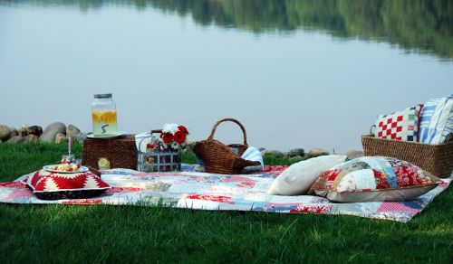Patriotic summer picnic ideasLakeside Picnics, Lakes Ideas, Lakes Life, Labor Day, Lakeside Living, Picnics Time, Lakeside Retreat, Entertainment Ideas, Lakes Living