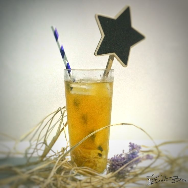 Müren Kokteyli vodka, konyak, limon, şeker #booze #cocktail #kokteyl #zeki #müren #drink #vodka #mixology #mixologist #star #picofday #drinking #booze #delicious #yummy #tasty #içki #tarif #recipe