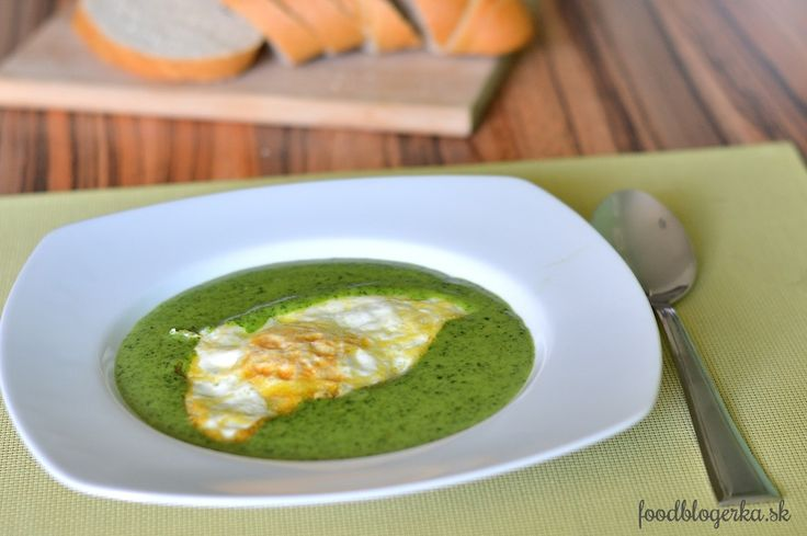 Creamy spinach soup with egg