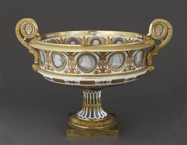 Manufacture royale de Sèvres, Vase cratère, porcelaine dure, médaillons en cristal avec incrustations de portraits - 1825