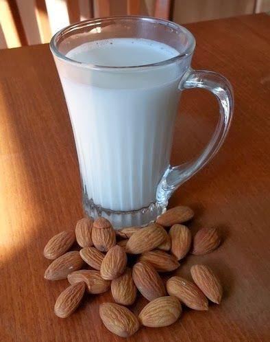 Badem sütü Kuruyemiş sütlerini hiç denediniz mi? Susam, badem, kaju, fındık sütlerini yapmayı çok seviyorum. Hem çok kolaylar, hem d...
